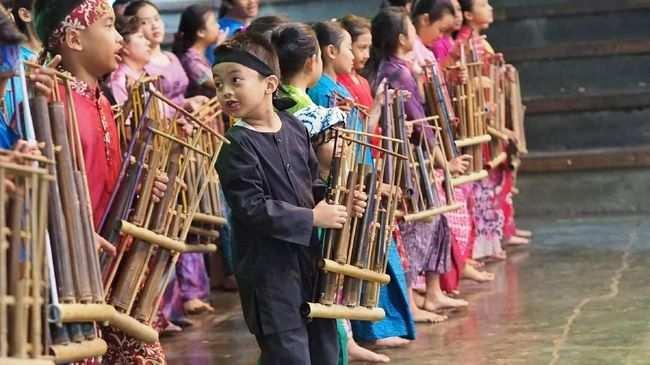 Contoh Teks Eksplanasi Budaya Tentang Angklung