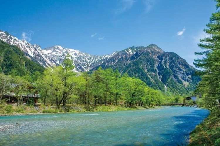 Puisi Tentang Alam Pegunungan